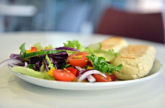 Restaurants: Our Top 5 Healthy Eating Hacks!